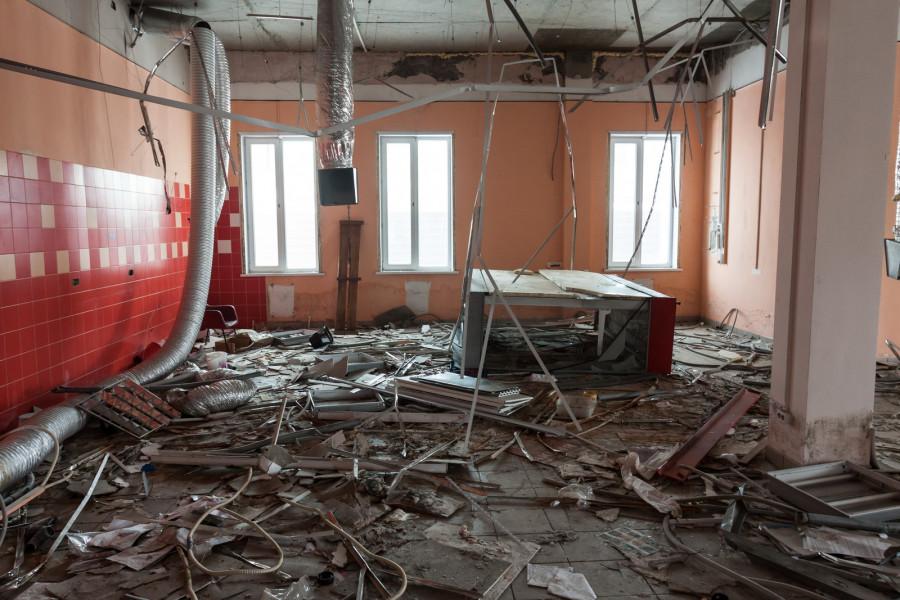 """Бывший магазин """"Угринич"""" давно стал пристанищем бомжей"""