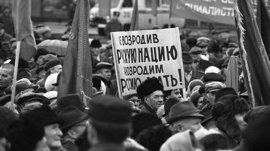 1999 год, шествие коммунистов 7-го ноября.