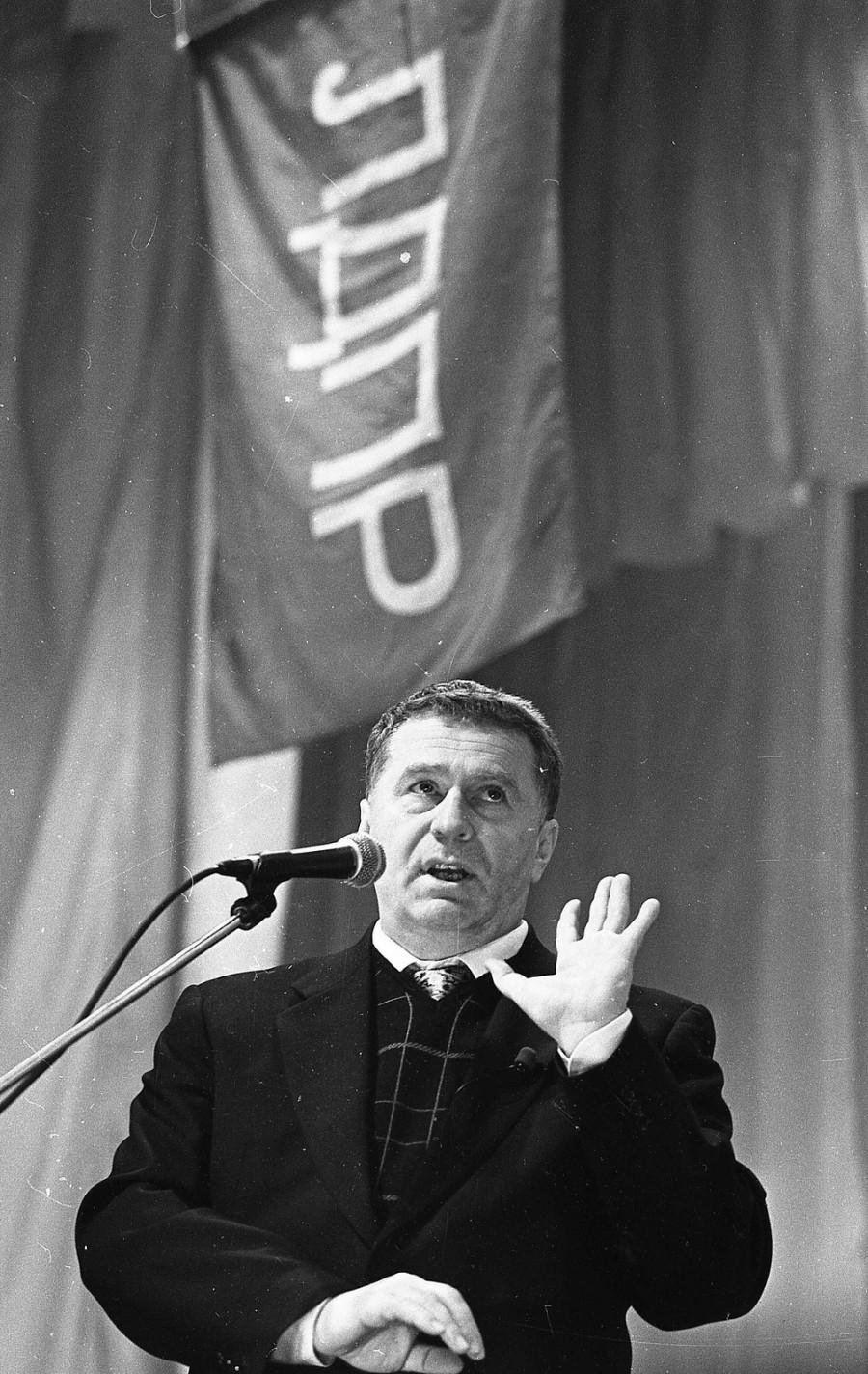 1999 год, Жириновский в Барнауле.