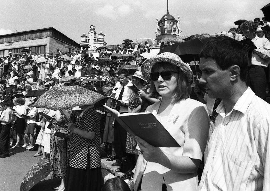 """1999 год, съезд """"Свидетелей Иеговы"""" в Барнауле (организация ныне запрещена на территории РФ)."""