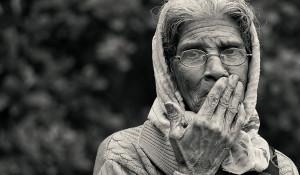 Пенсионерка, пожилая женщина, бабушка.