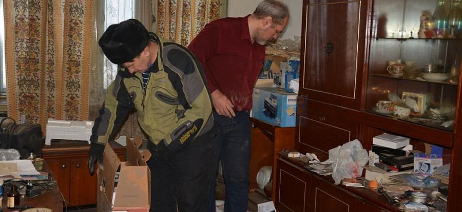 В Барнауле семью выселили из квартиры за долги.