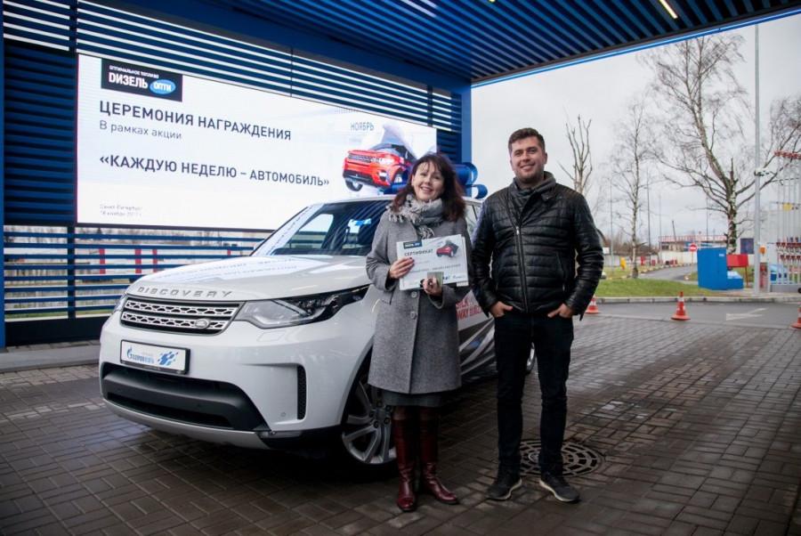 Елена Пидопригора, счастливая обладательница уникального внедорожника Land Rover.