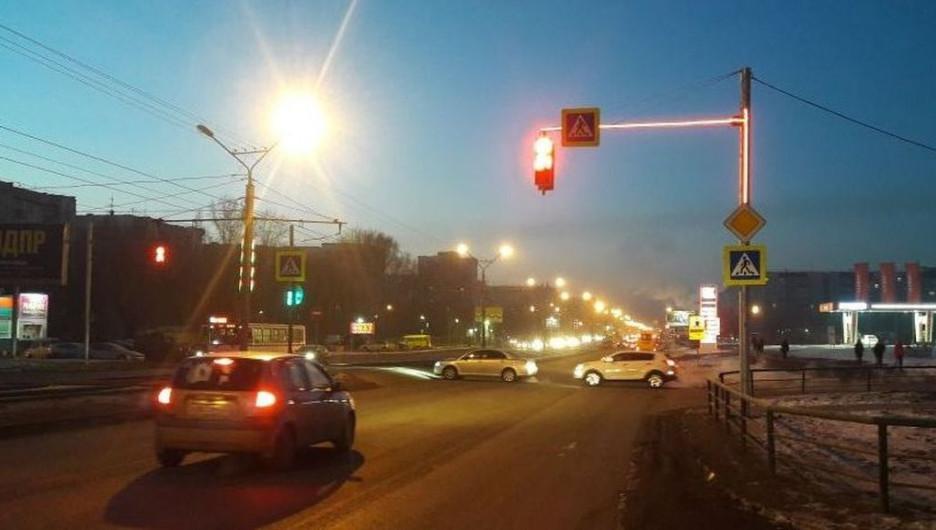 В Барнауле в тестовом режиме установили новую подсветку светофоров.