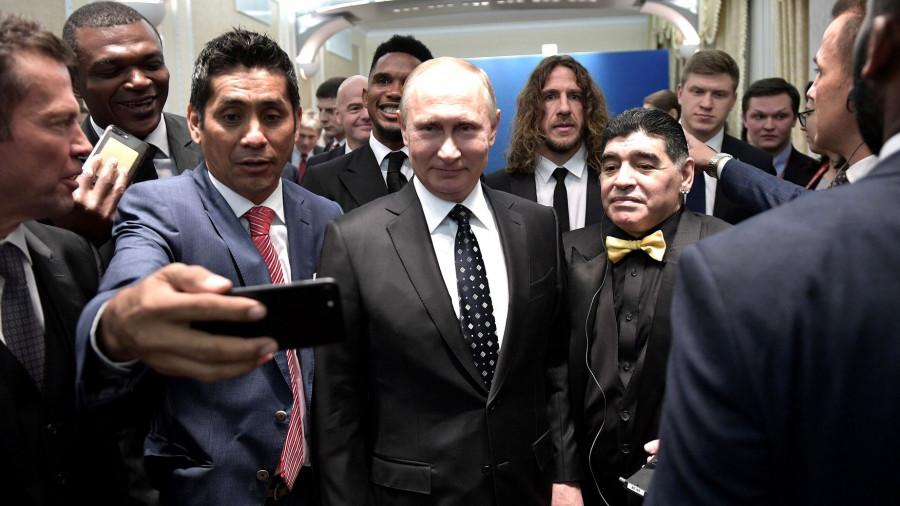 Владимир Путин со звездами мирового футбола.
