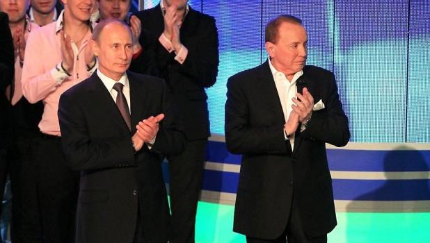 Ведущий КВН Александр Масляков и президент РФ Владимир Путин.