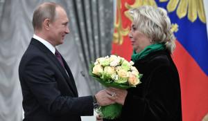 Владимир Путин и заслуженный тренер по фигурному катанию Татьяна Тарасова.