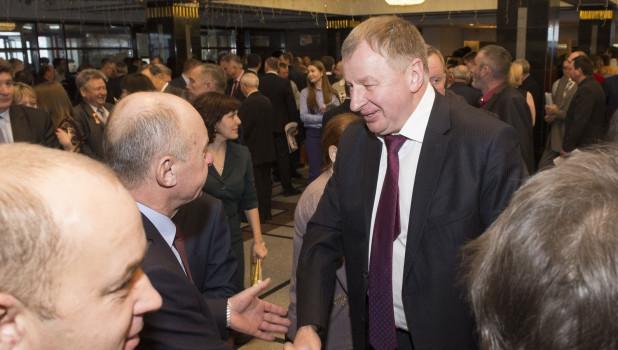 Валерий Гачман (справа).