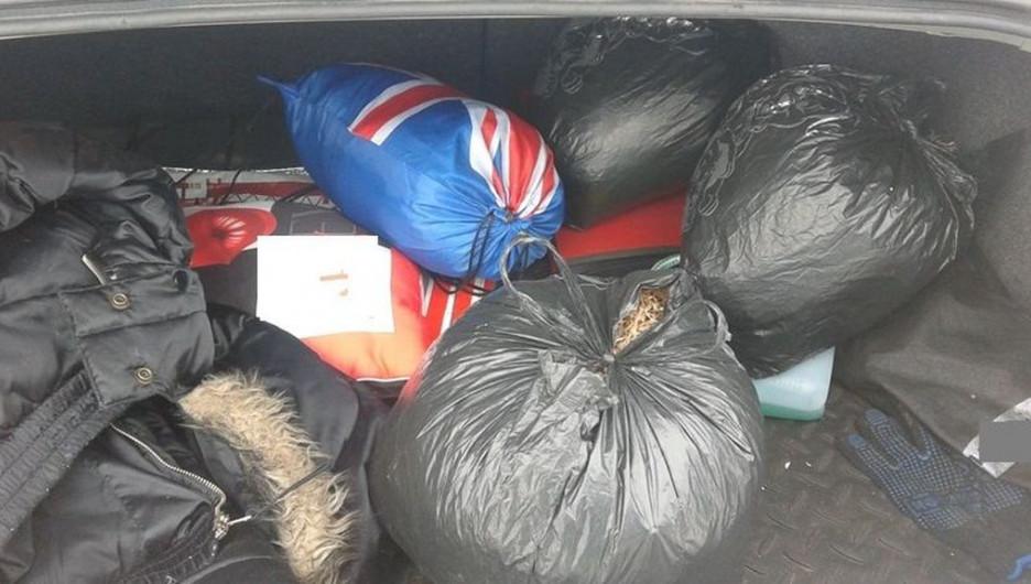 В Алтайском крае мужчина вез в машине пакеты с наркотиками для празднования дня рождения.