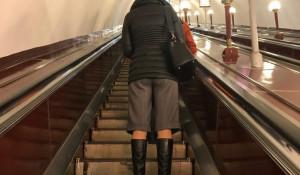 Смешные люди в метро.