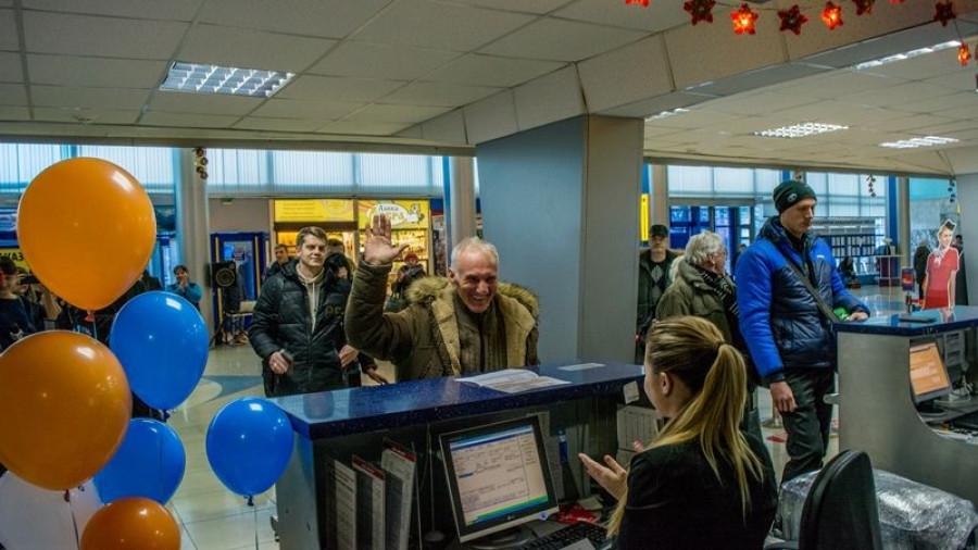 В барнаульской аэропорту наградили полумиллионного пассажира.