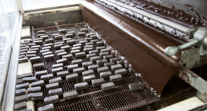 """На кондитерской фабрике """"Алтай"""" завершают производство подарочных наборов для детей"""