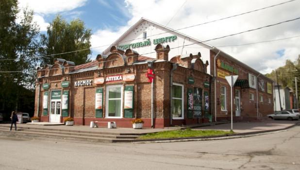 Сельские магазины выживают, потому что торгуют всем - от соли до ювелирных изделий.