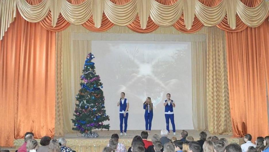 В Барнауле благодаря шефской помощи отремонтировали актовый зал в школе №31.
