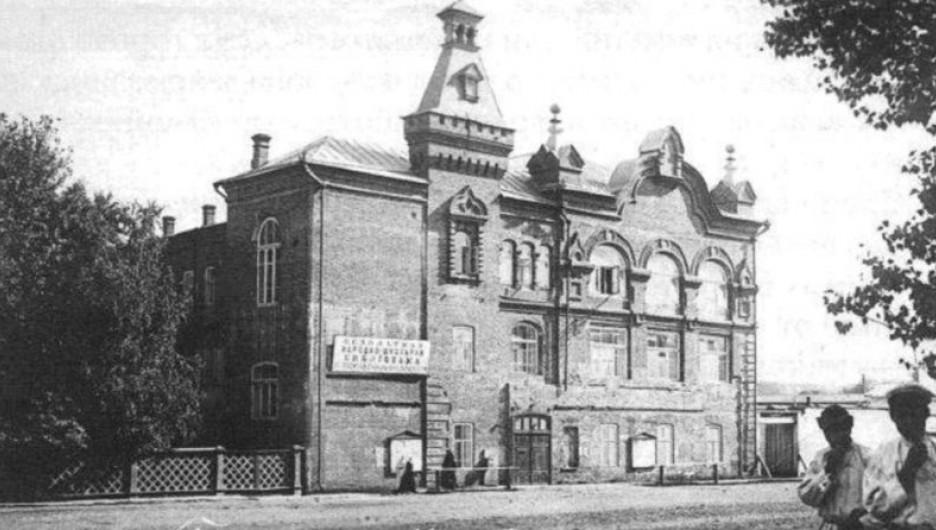 Народный дом в Барнауле, где в 1917 году проходили многие заседания всех политических сил. Источник: commons.wikimedia.org
