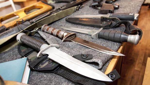 Оружие, ножи.