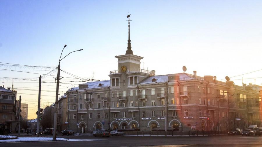 Барнаул зимой. Дом под Шпилем