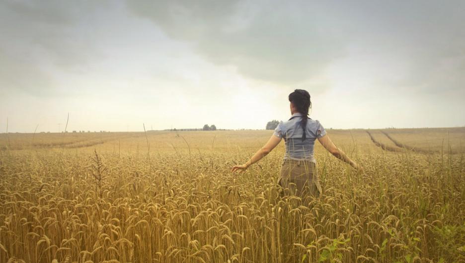 Урожай. Женщина в поле.