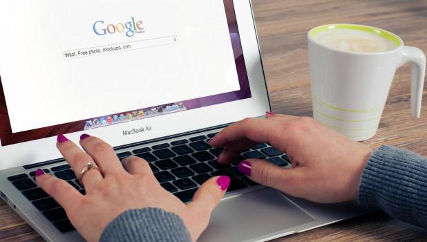 Google, MacBook.