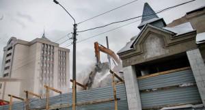 """Снос театра кукол """"Сказка"""". Барнаул, 11 января 2018 года."""