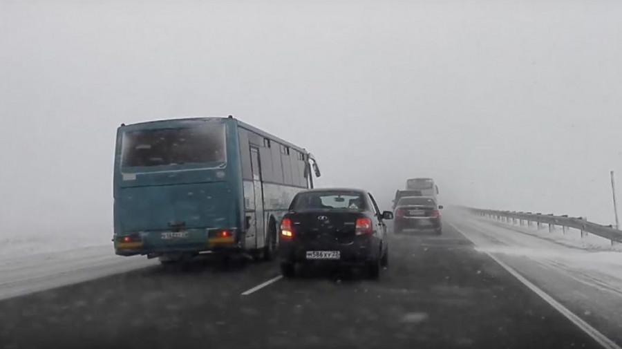 Опасный обгон автобуса на трассе Барнаул-Бийск