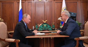 Владимир Путин и губернатор Красноярского края Александр Усс.