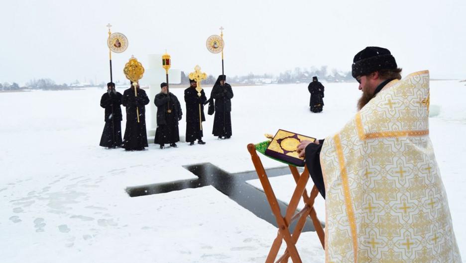 Крещенская купель в Нило-Столобинском монастыре, 2018 год.