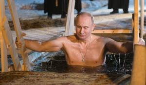 Владимир Путин поучаствовал в крещенских купаниях на озере Селигер.