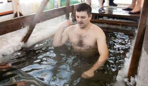 Барнаульские депутаты окунулись в крещенскую купель. 19 января 2018 года.