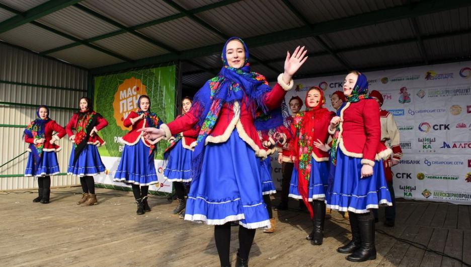 Традиционный праздник Масленица.