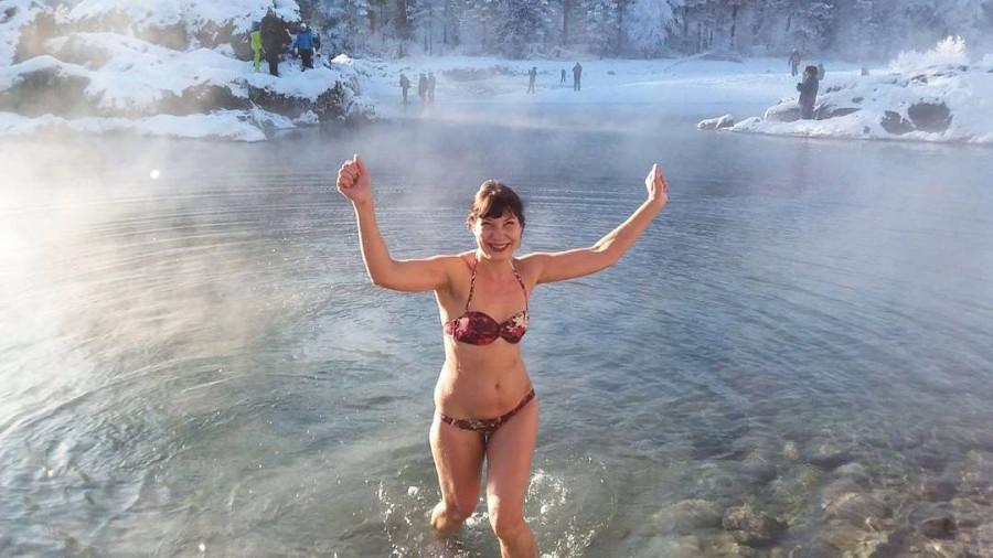 Купание в горной реке в 40-градусные морозы. Январь 2018 года.