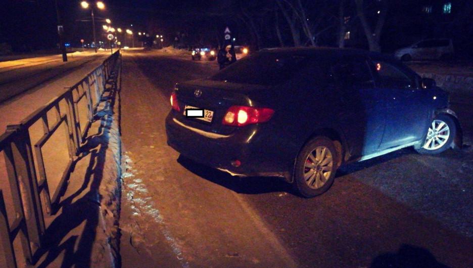 В Барнуле в ночь с 27 на 28 января двое пьяных водителей попали в ДТП.