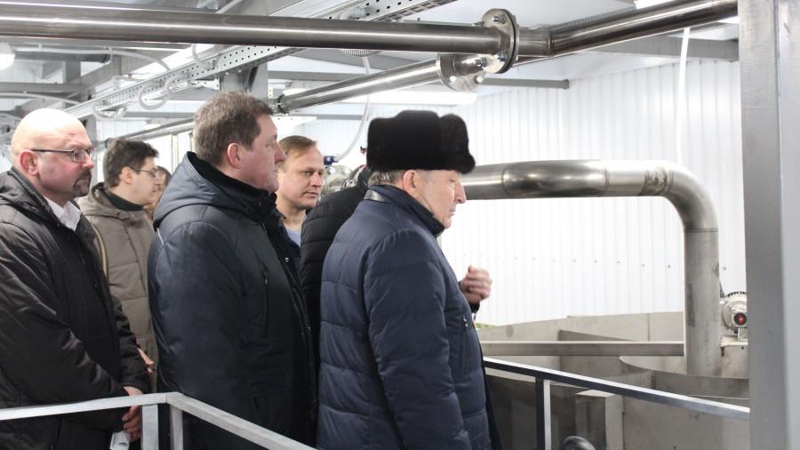 Александр Карлин и Сергей Дугин на очистных сооружениях