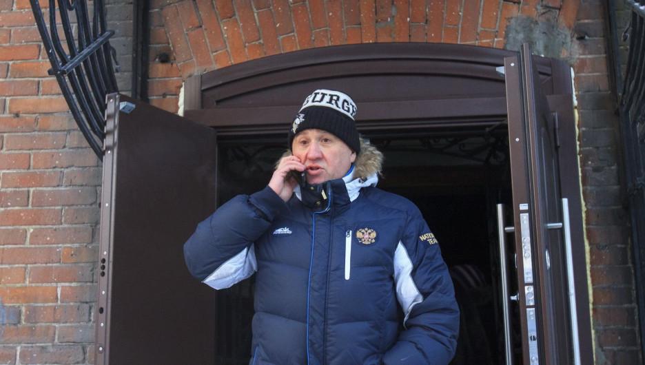 """Андрей Щукин на пожаре в """"Доме афганца"""" в Барнауле."""