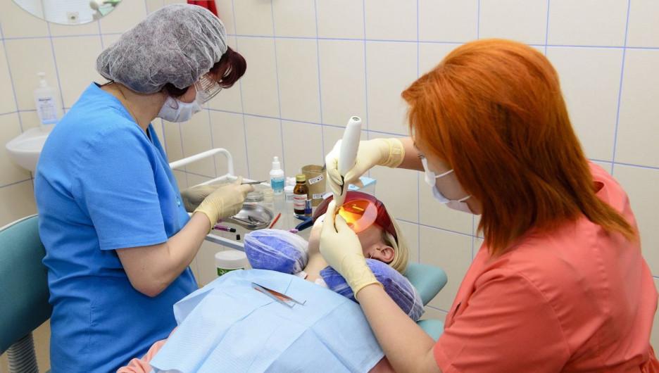 Барнаульский стоматолог рассказал о лечении зубов во сне.