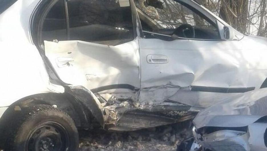 В Алтайском крае в жутком столкновении иномарок пострадали два человека.