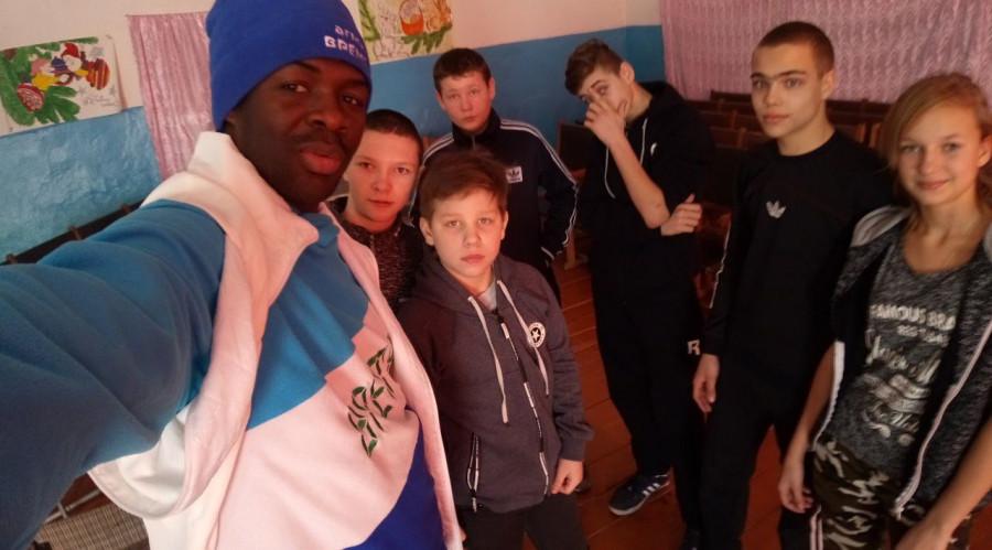 Абубакар Силла и школьники Алтайского края