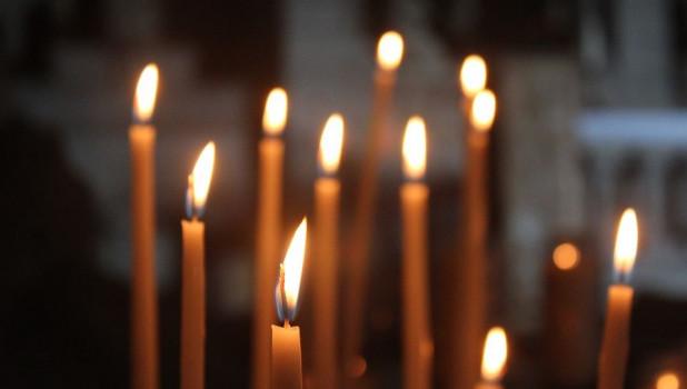 Свечи. Церковь. Молитва.