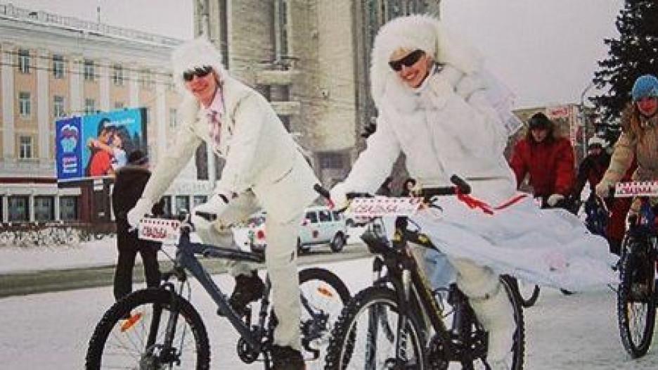 Велосвадьба Василия и Алёны Зайковских. Барнаул, 16 февраля 2008 года.