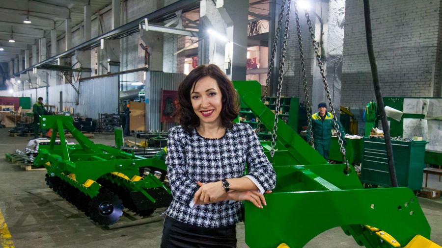 Татьяна Филидова на заводе.