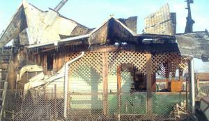 У семьи Оюн в Бийске сгоре дом.