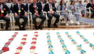 Путин вручил награды российским олимпийцам.