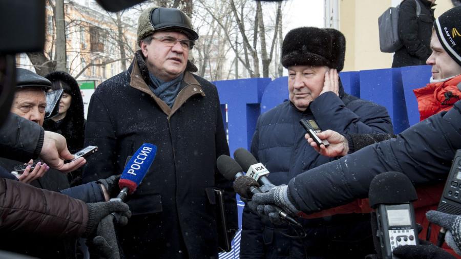 Валерий Фадеев и Александр Карлин участвуют в акции #чтонужно. Барнаул, 2 марта 2018 года.