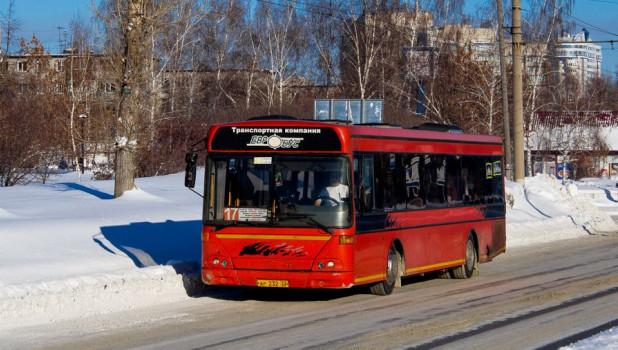 Автобус, который получил повреждения.