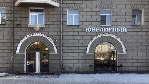 """Магазин в доме """"Под шпилем""""."""