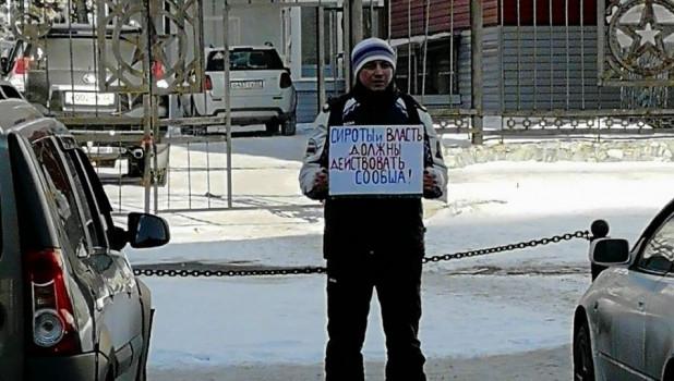 Одиночный пикет сироты у АКЗС.