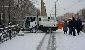 Сергей Дугин проверил, как убирают снег в Барнауле. 10 марта 2018 года.