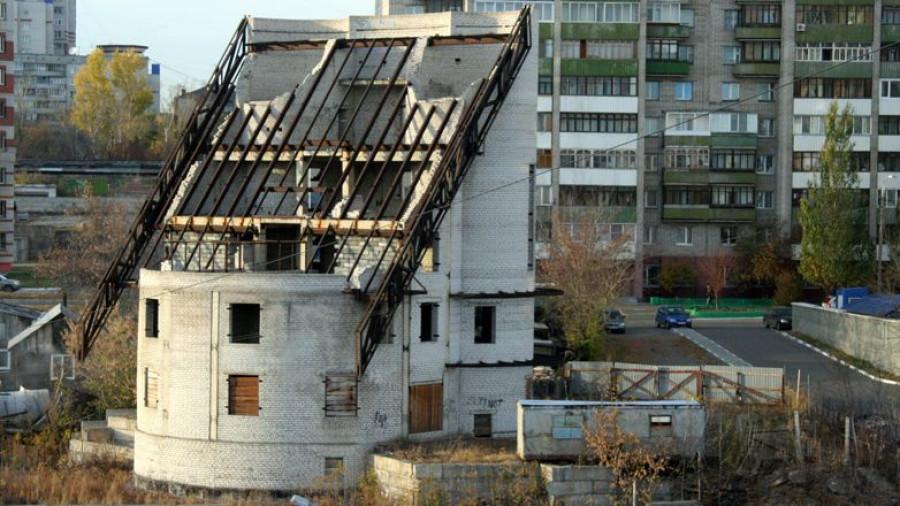 Недостроенный энергоавтономный дом в Барнауле на улице Папанинцев, 113. Фото: sergey-sherbin.livejournal.com