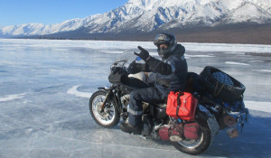 Барнаулец Андрей Аксенов в мороз отправился на Байкал на мотоцикле