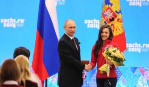 Владимир Путин и олимпийская чемпионка в фигурном катании Аделина Сотникова.